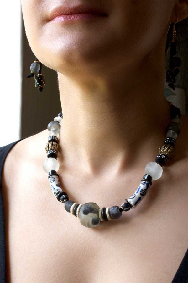 Black Nadira Necklace Model by SHIKHAZURI