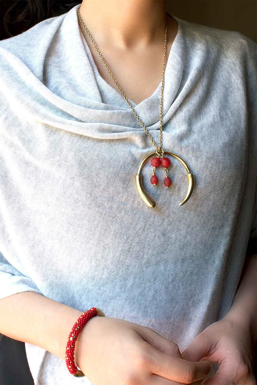 Red Aza Chain Necklace model by SHIKHAZURI