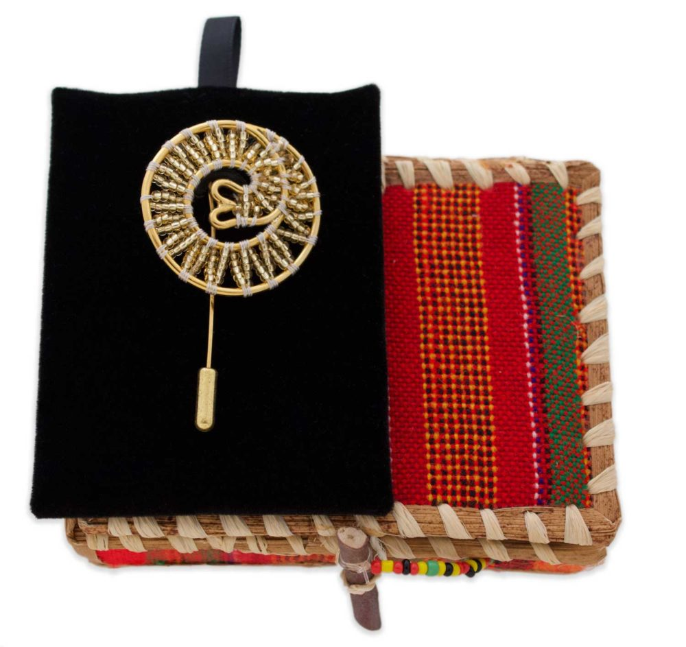 Beaded-Lapel-with-Banana-Box-SHIKHAZURI